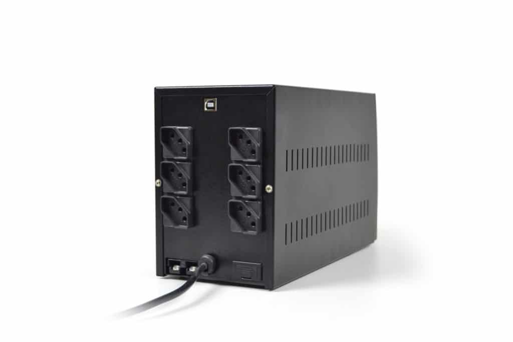 Os Nobreaks TS Shara microprocessados da linha UPS Compact Pro Universal foram desenvolvidos para o uso com equipamentos de tecnologia de informação profissionais